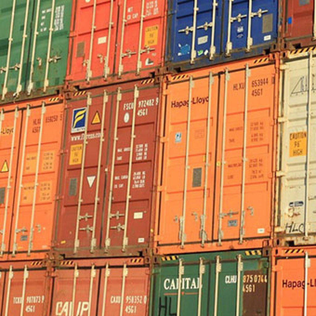 Verschiedene Container aufeinander gestapelt klein 340x340 | Verein Bremer Spediteure