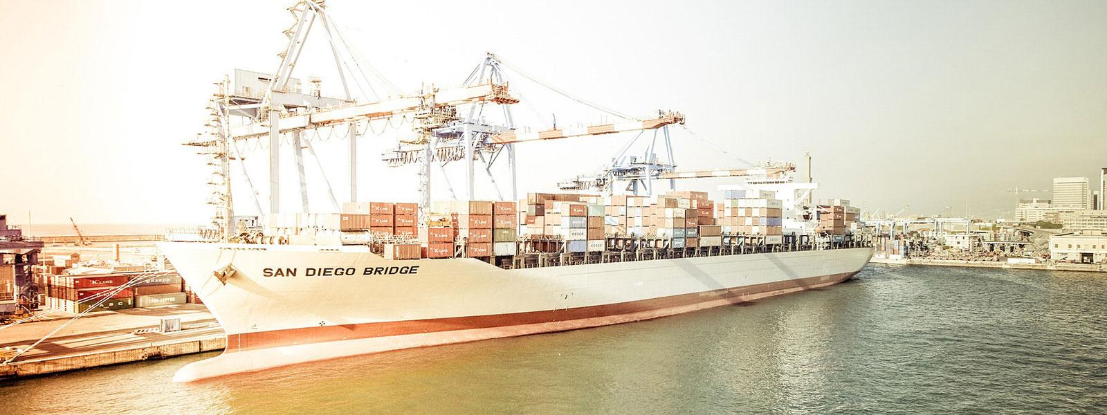 Containerschiff San Diego Bridge 1600x600 | Verein Bremer Spediteure