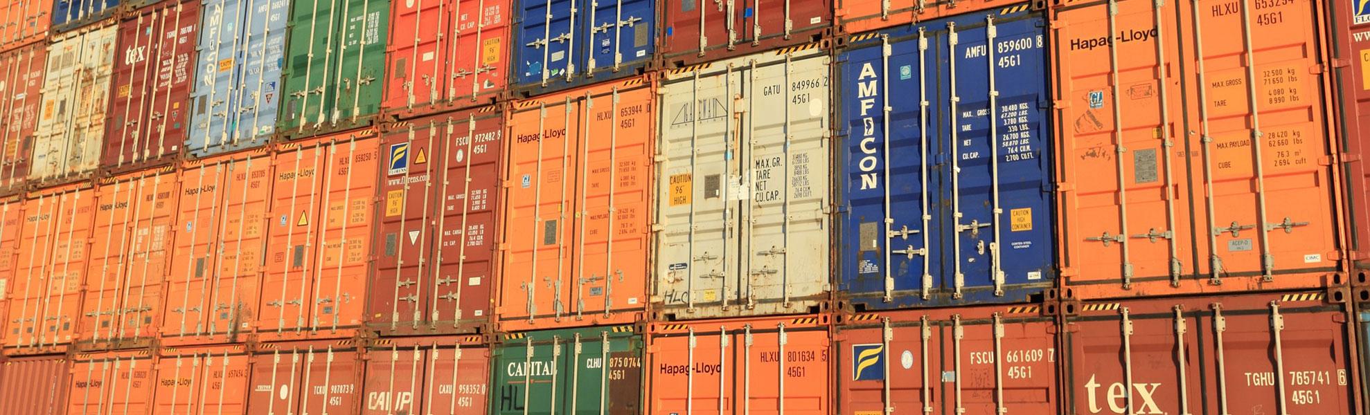Verschiedene Container aufeinander gestapelt 1978x600 | Verein Bremer Spediteure